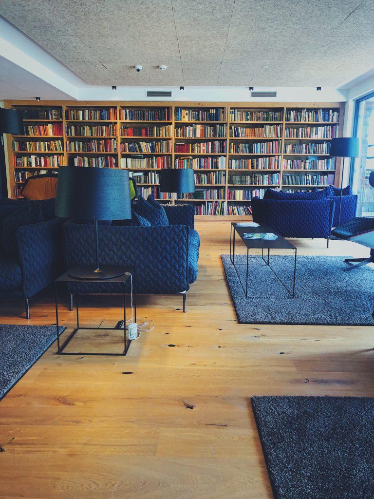 Puradies Bibliothek