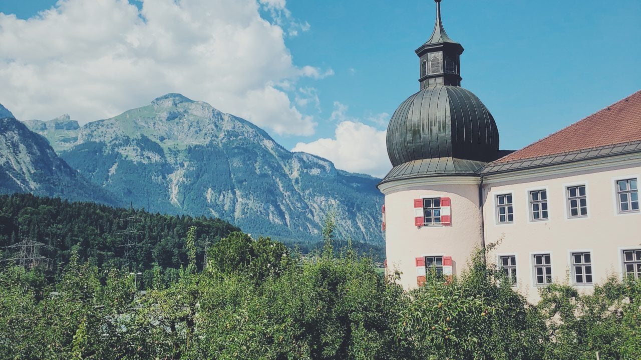 Schloss Rotholz Strass Wanderei